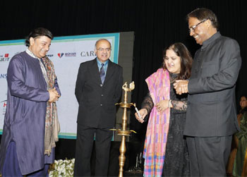 Ms Anika Parashar Trustee Parashar Foundation delivers the inaugural speech at Anup Jalota Live at FICCI Auditorium